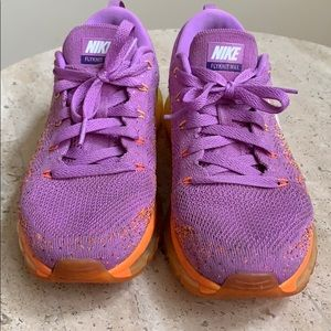 Nike air tennis shoes size 8 US